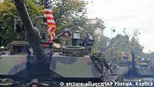 Polen Warschau Militärparade US amerikanische Panzer (Ausschnitt)