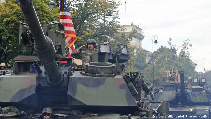 US tanks in Poland for a parade (picture-alliance/(AP Photo/A. Keplicz)