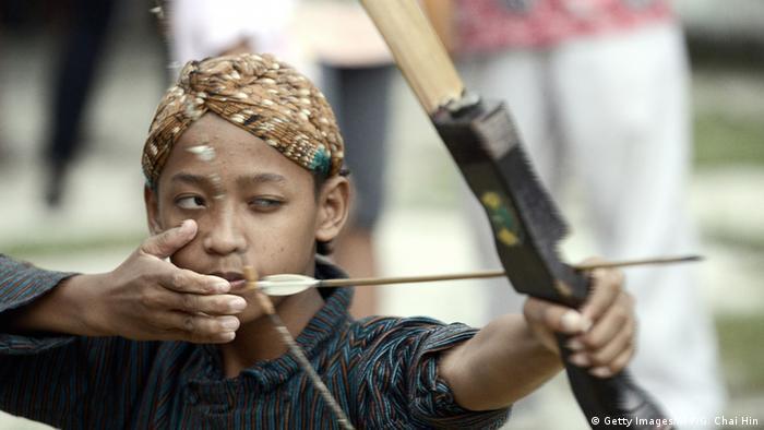 Indonesien Jemparingan Traditioneller Bogenschießen Wettbewerb (Getty Images/AFP/G. Chai Hin)