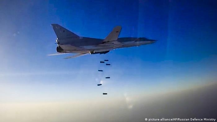 Syrien Luftangriff auf Aleppo Russische Bomber Tupolew Tu-22M3 (picture-alliance/AP/Russian Defence Ministry)