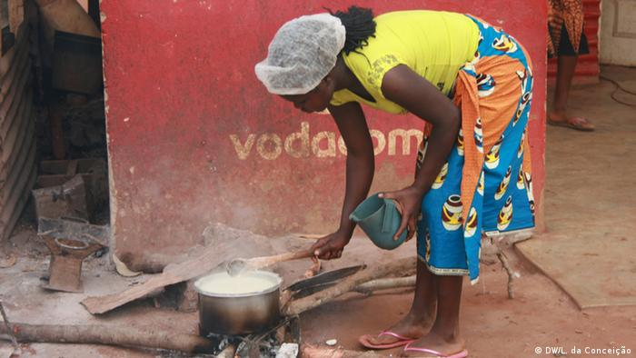 População de Inhambane cozinha com lenha por não ter acesso ao gás produzido na região
