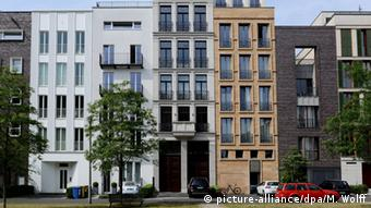 Apartment buildings in Berlin (picture-alliance/dpa/M. Wolff)