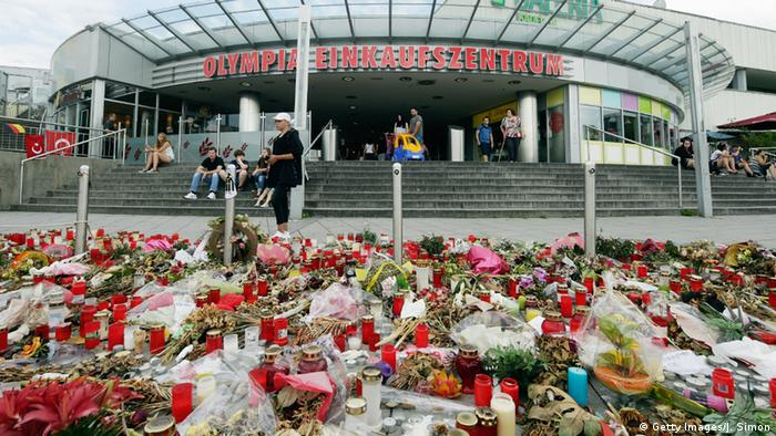 A memorial outside of the Olympia shopping mall in Munich, Germany where a mass shooting took place (Getty Images/J. Simon)