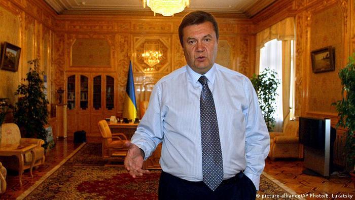 Віктор Янукович у робочому кабінеті у Межигір'ї (архівне фото)