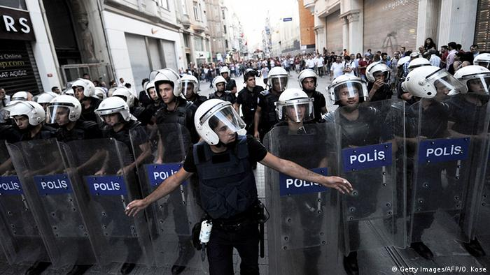 Türkei Polizisten in in Istanbul (Getty Images/AFP/O. Kose)