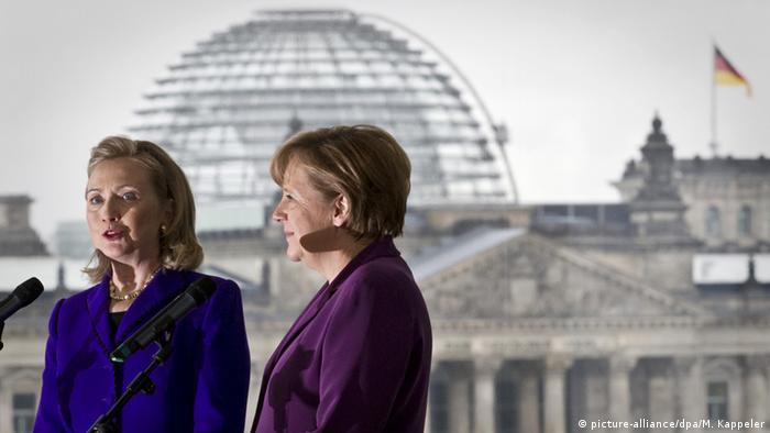 Deutschland Berlin Angela Merkel und Hillary Clinton