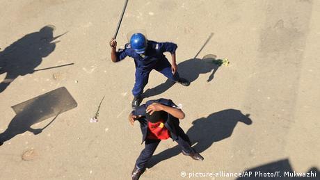 Simbabwe Harare Demonstration Polizei Gewalt