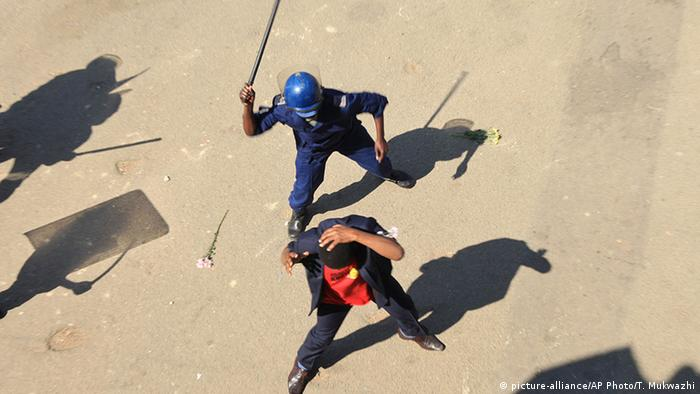 Simbabwe Harare Demonstration Polizei Gewalt