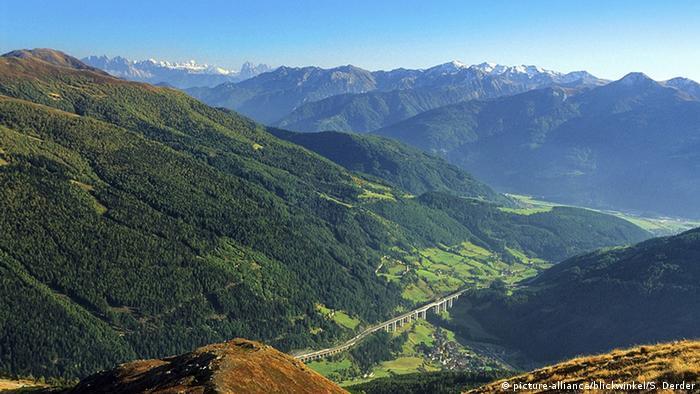 Italien: Blick auf die Dolomiten