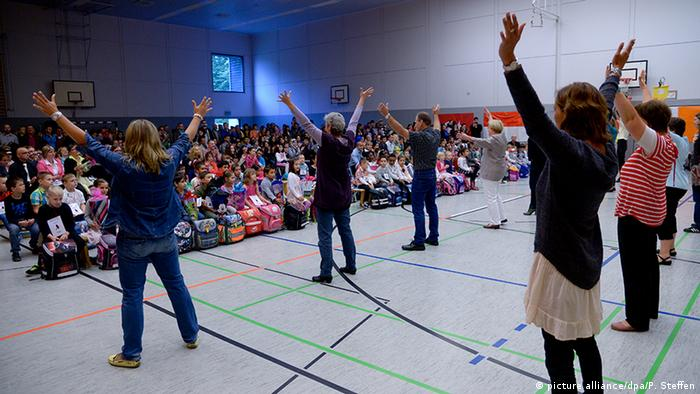 First day of school Performance in Hanover, Copyright: picture alliance/dpa/P. Steffen