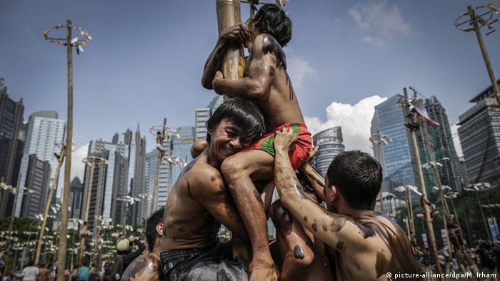 Global Ideas Bild der Woche KW 33 Indonesien Feier zur Unabhängigkeit (picture-alliance/dpa/M. Irham)