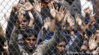Беженцы в Греции за решеткой