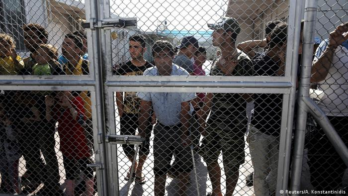 Griechenland Lesbos Flüchtlinge hinter Zaun
