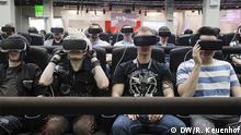 18.08.2016 Auf der Gamescom konnte man am Samsung-Stand eine virtuelle Achterbahnfahrt erleben. DW/R. Keuenhof