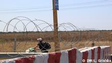 An der administrative Grenze zwischen der annektierte Halbinsel Krim und dem ukrainischen Festland (checkpoint Kalantschak) Datum: August 2016 (C) Lilya Grishko, DW