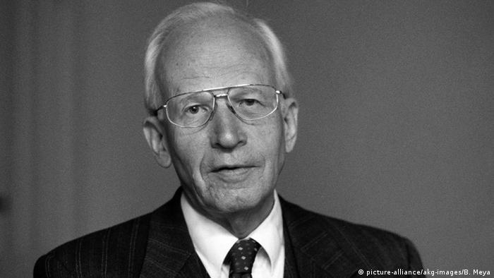 מת בגרמניה ההיסטוריון הגרמני ארנסט נולטה , על הגותו וחייו של האדם שהפחית באשמת הנאצים בכל הקשור לשואה