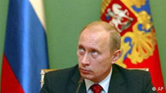 Wladimir Putin in Kreml mit Flagge zu WTO