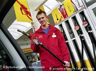 in germany gas station attendants at your service germany news and in depth reporting from berlin and beyond dw 04042006