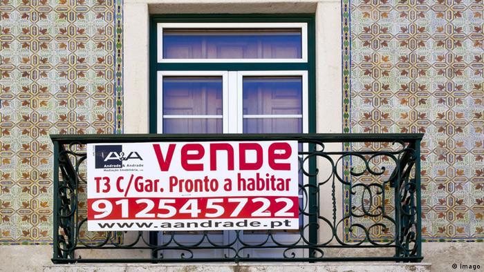 Natpis prodaje se na balkonu