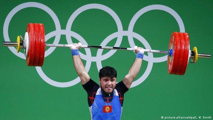 Olympia Rio 2016 18 08 Momente Gewichtheben: Izzat Artjkow aus Kirgisistan