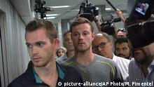 Brasilien Gunnar Bentz und Jack Conger verlassen die Polizeistation Rio Flughafen