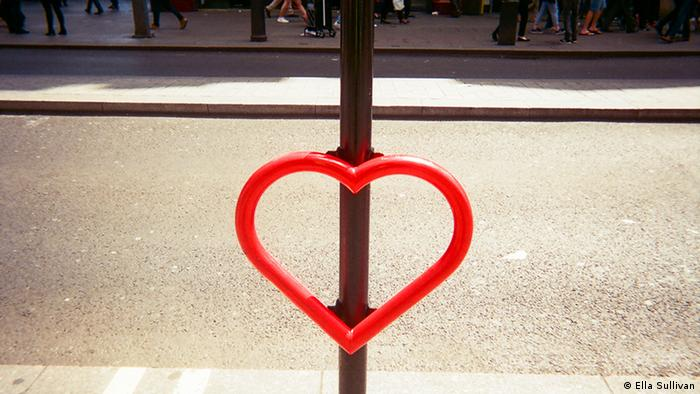 Projekt Cafe Art Love heart bike rack. Photo: Ella Sullivan.