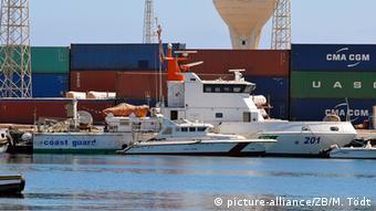 Libyen Küstenwache im Hafen von Tripolis