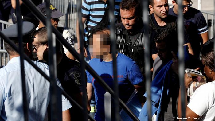 Griechenland Athen Türkischer Soldat nach Flucht (Reuters/A. Konstantinidis)