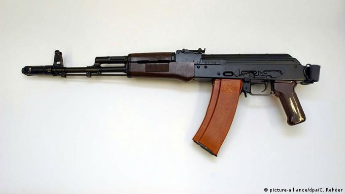 Waffe Kalaschnikow (picture-alliance/dpa/C. Rehder)