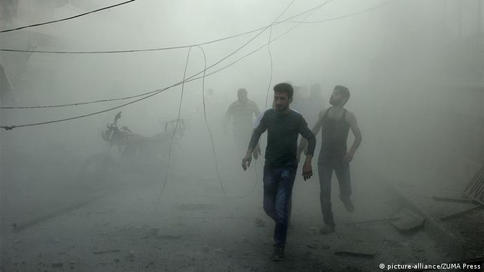 В Алеппо во время бомбардировки