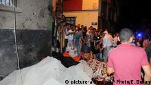 20. aug. 2016 People react after an explosion in Gaziantep, southeastern Turkey, early Sunday, Aug. 21, 2016. Gaziantep Province Gov. Ali Yerlikaya said the deadly blast, during a wedding near the border with Syria, was a terror attack. (Eyyup Burun/DHA via AP)   Copyright: picture-alliance/AP Photo/E. Burun