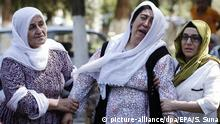 21.08.2016 epa05504433 Relatives of victims killed in a bomb attack on a pre wedding party on 20 August evening mourn in front of the forensic medicine institute in Gaziantep, in the southeast of Turkey, 21 August 2016. At least 30 people were killed in a suicide attack late 20 August during a henna night (a ceremony at the day before wedding) at a street in the Sahinbey district of Gaziantep city, local media reported. EPA/SEDAT SUNA Copyright: picture-alliance/dpa/EPA/S. Suna