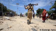 31.7.2016 *** A Somali policeman walks towards the scene of an explosion outside the headquarters of Somalia's CID in the capital Mogadishu A Somali policeman walks towards the scene of an explosion outside the headquarters of Somalia's Criminal Investigation Department (CID) in the capital Mogadishu, July 31, 2016. REUTERS/Ismail Taxta Copyright: Reuters/I. Taxta