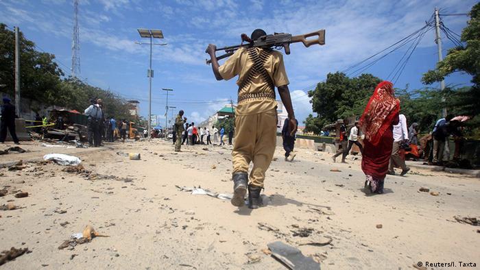 Поліцейській у Сомалі на місці теракту