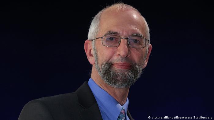 Erich Schmidt-Eenboom, Geheimdienstexperte