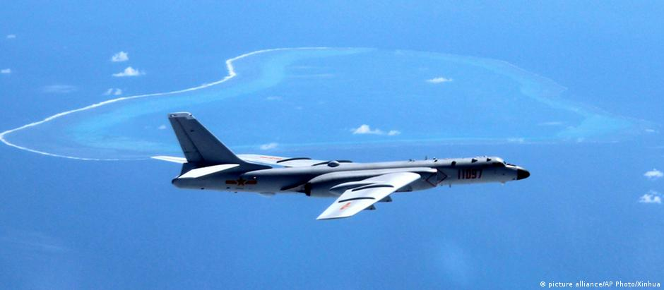 Jato de guerra chinês sobrevoa Mar do Japão