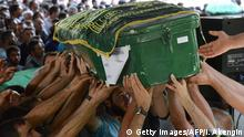 People carry a coffin during a funeral for victims of last night's attack on a wedding party that left 50 dead in Gaziantep in southeastern Turkey near the Syrian border on August 21, 2016. At least 50 people were killed when a suspected suicide bomber linked to Islamic State jihadists attacked a wedding thronged with guests, officials said on August 21. Turkish President Recep Tayyip Erdogan said the IS extremist group was the 'likely perpetrator' of the bomb attack, the deadliest in 2016, in Gaziantep late Saturday that targeted a celebration attended by many Kurds. / AFP / ILYAS AKENGIN (Photo credit should read ILYAS AKENGIN/AFP/Getty Images) Copyright: Getty Images/AFP/I. Akengin