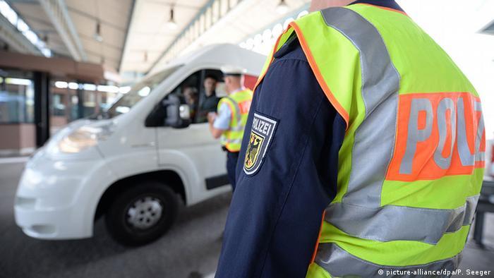 الشرطة الألمانية على الحدود مع السويسرية