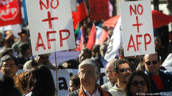 Miles de chilenos protestan contra el sistema de pensiones | América Latina  | DW | 21.08.2016