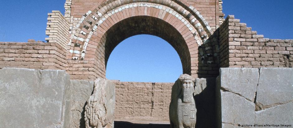 Entrada de palácio na cidade histórica reconquistada por iraquianos
