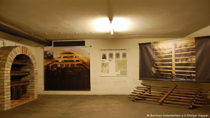 Экспозиция Берлинских подземелий в бункере на станции метро Гезундбруннен