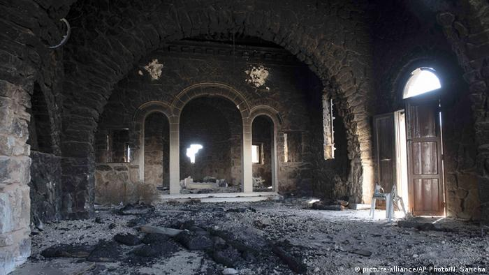 Verbrannter Innenraum des Klosters Mar Elian (Foto: AP)