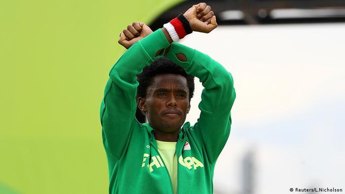 Feyisa Lilesa Marathon Männer Olympia Rio 2016 (Reuters/L.Nicholson)