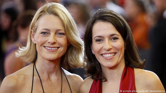 Miriam Meckel and Anne Will (picture-alliance/dpa/R. Vennenbernd)