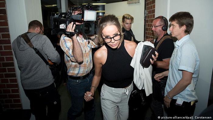 Deutschland Gina-Lisa Lohfink verlässt Amtsgericht Tiergarten in Berlin