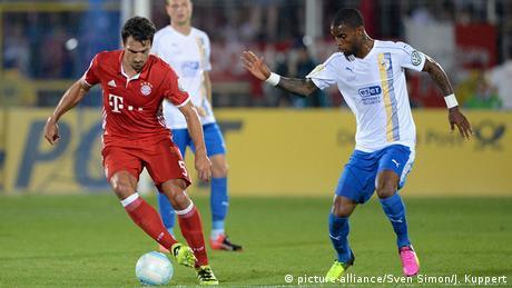 Ausrüster der Bundesliga 16/17 Bayern Münchens Mats Hummels