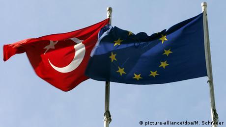 Туреччина погрожує ЄС розірвати угоду про біженців ще до кінця 2016 року