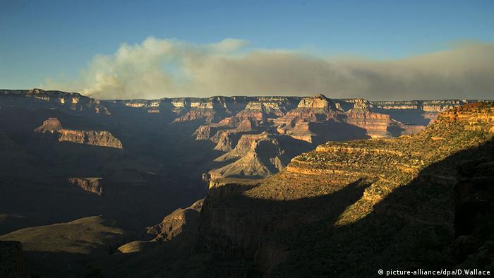 د امریکا په اریزونا ایالت کي د گرند کنین (Grand Canyon) ملي پارک د غرونو سلسله ډیره تاریخي سابقه لري. د مځکي پيژندني د علم پراساس د دغوغرونو د ډبرو طبقې ملیونونو کلونو پخوانۍ زمانې ته رسیږي.