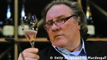 Gerard Depardieu tasting wine (Getty Images/AFP/J. Macdougall)
