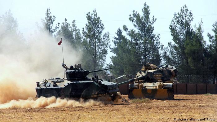 Tanks along the Turkish-Syrian border near Karkamis